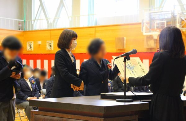 開校7年目24名の旅立ち~令和元年度卒業証書授与式関連記事を表示